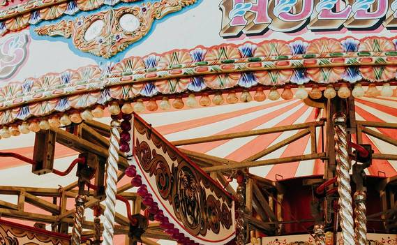 Normal_colorful-carousel-3989437