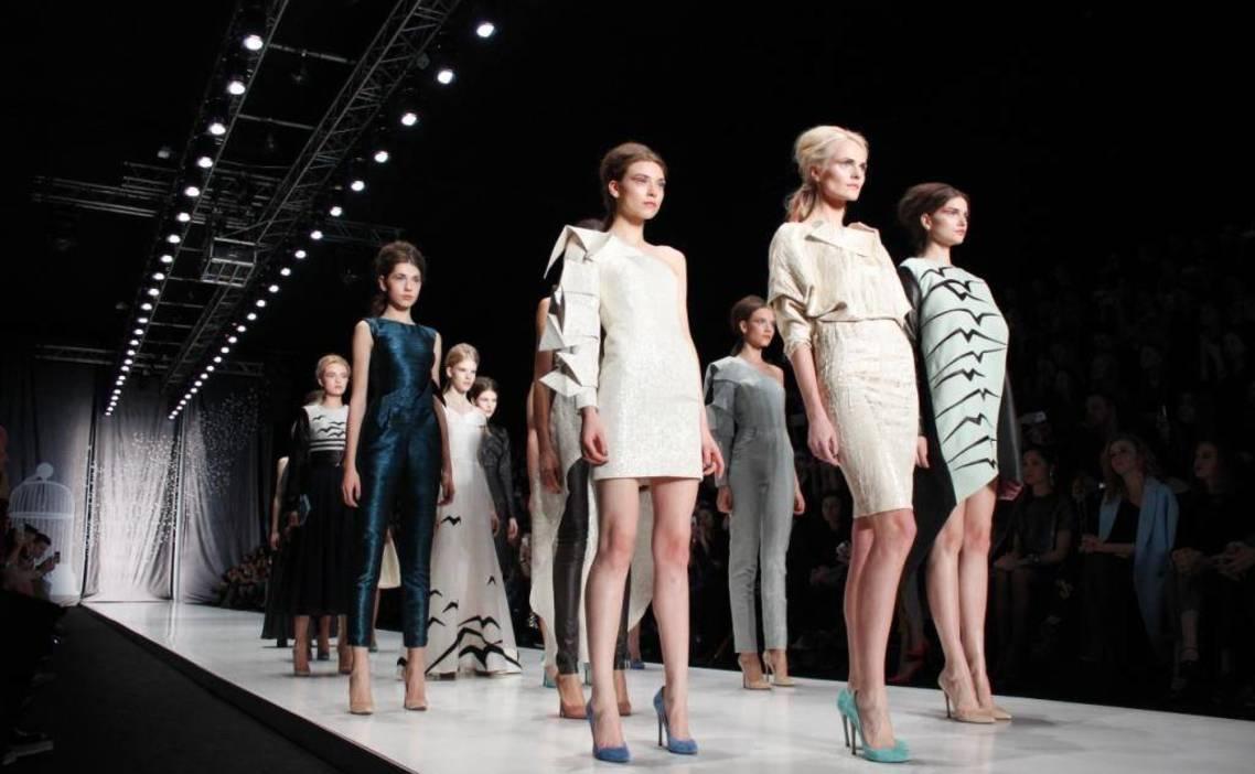 Mercedes benz fashion day спб коллекции сумок луи витон